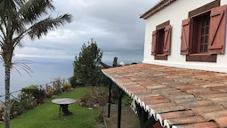 House With 2 Bedrooms in Fajã da Ovelha, With Wonderful sea View, Terr