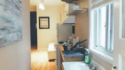 2 Bedrooms Suite near Kensington Market – Unit 1