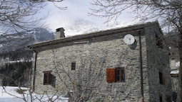 Chalet With 3 Bedrooms in Saint-andré, With Wonderful Mountain View, F
