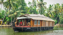 OYO 13525 HouseBoat My Trip Deluxe 3 BHK Private