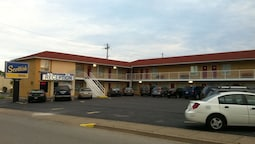 Scottish Inn & Suites Falls Way