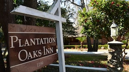 Plantation Oaks Inn