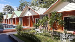 Phen Waree Ampawa Resort