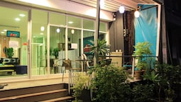 Ananas Phuket Central Hostel - Adults Only