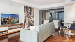 SH147 Sleek Split Level 2BR Surry Hills