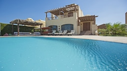 Beachfront El Gouna Villa with Pool - Sabina Y144