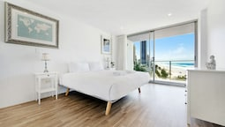 Absolute Beachfront - Central Surfers Paradise