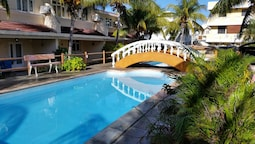 Apartment With 3 Bedrooms in Flic en Flac, With Pool Access, Enclosed