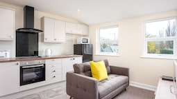 Elliot Oliver - 2 Bedroom Town Centre Apartment
