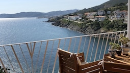 Apartment With 2 Bedrooms in Llançà, With Wonderful sea View and Furni