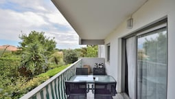 Apartment With one Bedroom in Antibes, With Furnished Terrace and Wifi