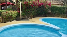 House With 4 Bedrooms in Flic en Flac, With Pool Access, Enclosed Gard