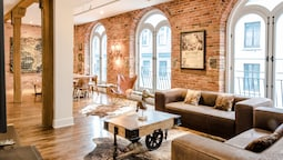 1861 Grand Loft in Old Port by Nuage