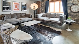 1821 Industrial Loft in Old Port by Nuage