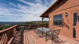 Lindleys Valley View - Three Bedroom Cabin