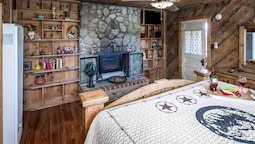 The Summit At Fawn Ridge - Three Bedroom Cabin with Hot Tub
