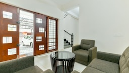 OYO 18602 Home Spacious Stay Near Lulu Mall