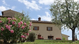 Apartment With one Bedroom in San Gimignano, With Pool Access, Furnish
