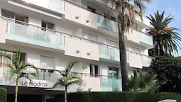 Apartment With one Bedroom in Antibes, With Enclosed Garden and Wifi -
