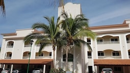 Brand New Green Bay #3 - 1 Bedroom Condo-located on El Tigre Golf Club