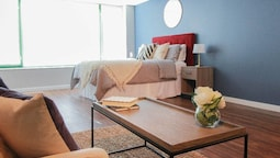 The Gulfstream-vibrant Studio Heart of Downtown!