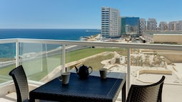 Stunning Seaview Apartment, Free Wifi