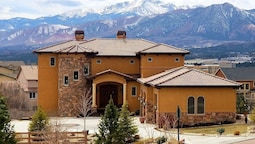 Chateau du Pikes Peak, a Tuscany Retreat