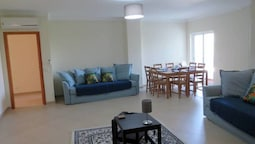 2 Bed Apartment With com Pool