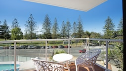 2 Bedroom Apartment located in central Broadbeach