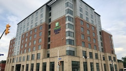 Holiday Inn Express & Suites Ottawa Downtown East