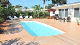 Casa Casino 3/3 for 8 Heated Pool Beaches 1 Mi