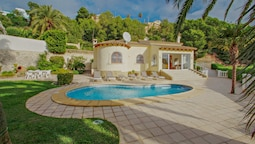 Alldo - hill side with private pool in Moraira