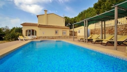 Estrelizia - pretty holiday property with garden and private pool in C