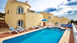 Helena - charming, Spanish finca style holiday villa in Benitachell