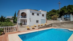Kika - traditionally furnished detached villa with peaceful surroundin