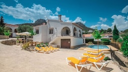 Laura-28A - traditionally furnished detached villa with peaceful surro