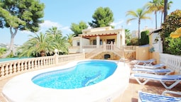 Mar de China - modern, well-equipped villa with private pool in Morair
