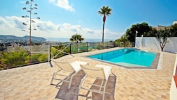 Suerte - sea view villa with private pool in Moraira
