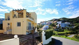 Bright villa seaview 5' to beach