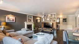 Luxury West End Apt. w/ Private Patio & Parking!