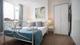 Quiet Residential Apt N/gloucester Road Sleeps 4