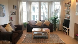 Modern 2 Double Bedroom Flat Near Gloucester Road