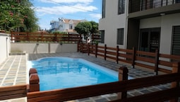 House With 3 Bedrooms in Flic en Flac, With Wonderful sea View, Pool A