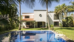 Big House near Cancun Airport by TA