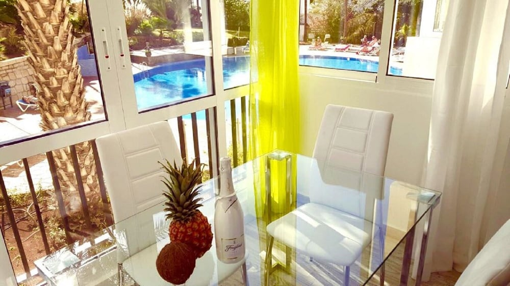 103. Apartment with Enchanting Pool View