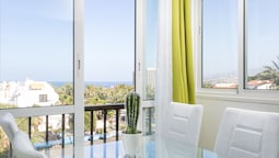 408. Enchanting Sea View Apartment, Wifi Free and Sea Front