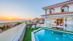 Luxury Villa Ocean View, Heated Pool