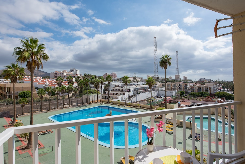 Y2E. Lovely Apartment Pool View! Close To Beach