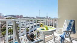 Y6E. Very Central Apartment, Las Americas View!