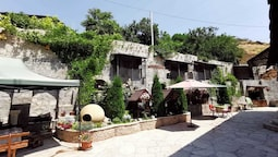 Art Garden Hostel and Tours